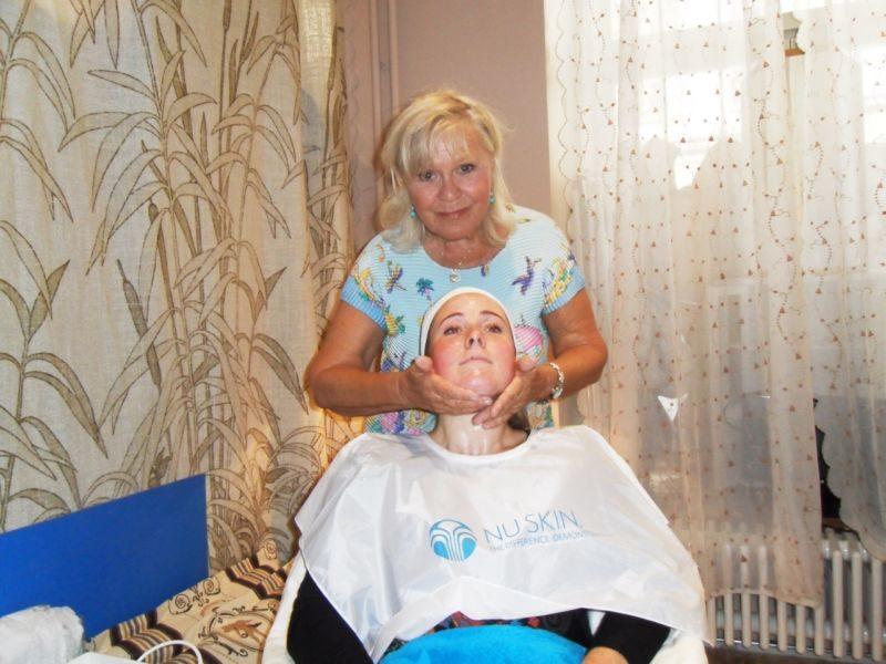 lokal kvinnor ansiktsbehandling